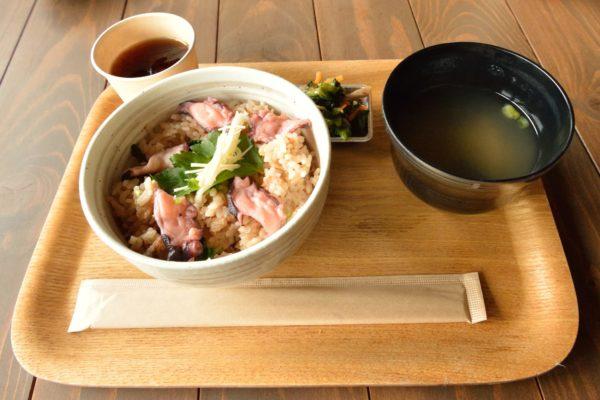 犬島チケットセンターカフェタコ飯の写真